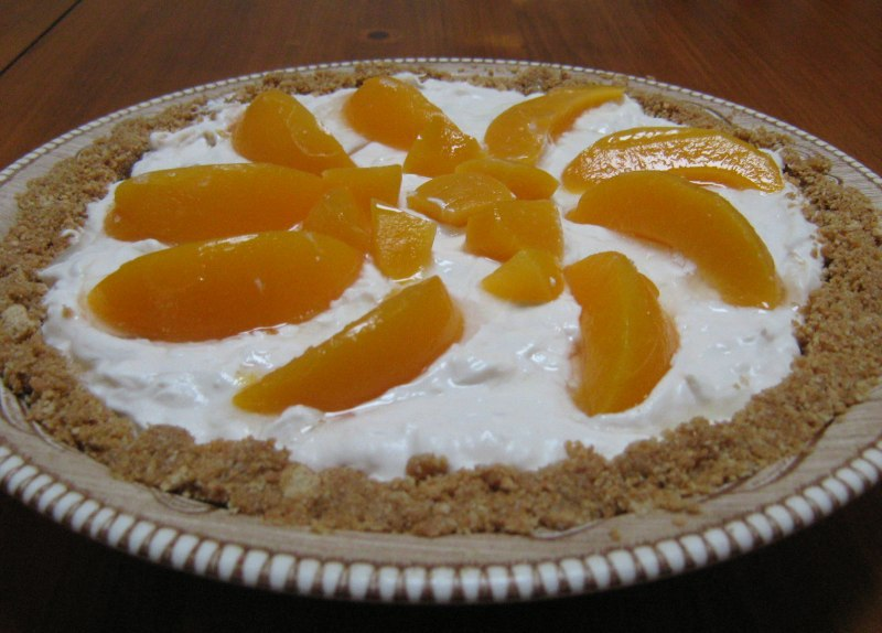 No-Bake Dairy-Free Peaches and Cream Pie