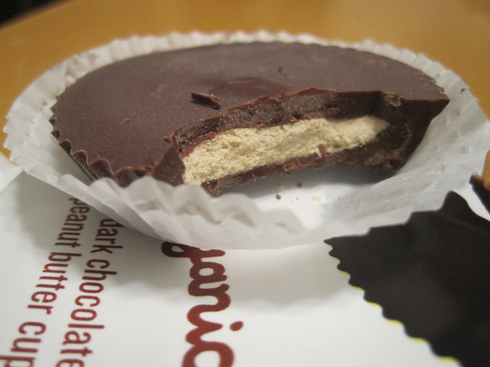 Accidentally Vegan: Justin's Dark Chocolate Organic Peanut Butter Cups!