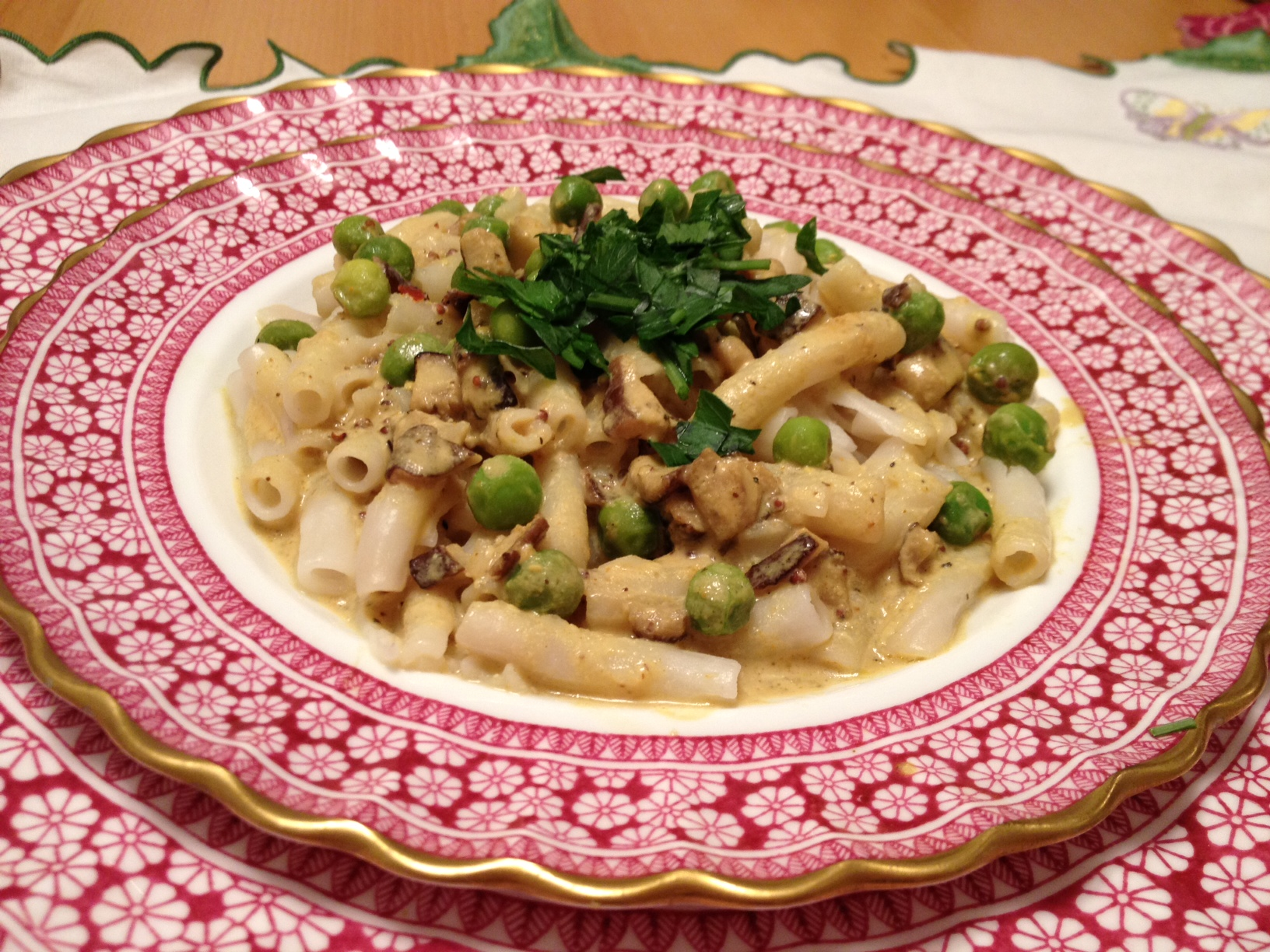 "Yummy Plants Vegan Recipe for ""Fancy Macaroni & Cheese with Peas and Mushrooms"" Featured in This Week's So Delicious Contest!"